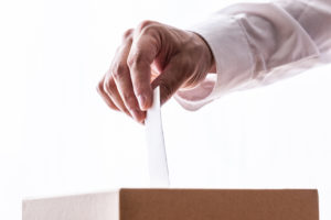AdobeStock 116234571 300x200 - 選挙で同票?!運命の結果はくじ引きに託された…【POTETOリサーチ】
